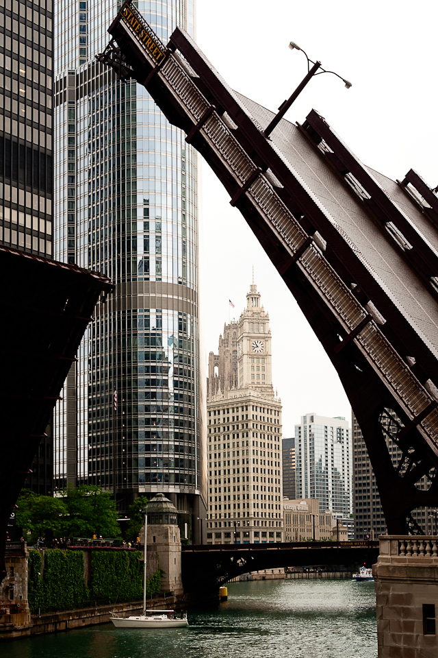 chicago-river-bridge-photo