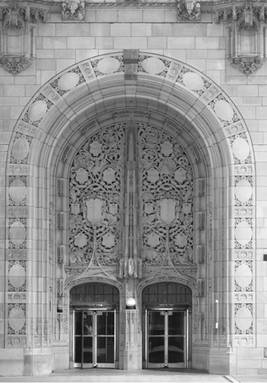 photo-entrance-tribune-tower-chicago