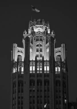 tribune-tower-at-night-in-chicago